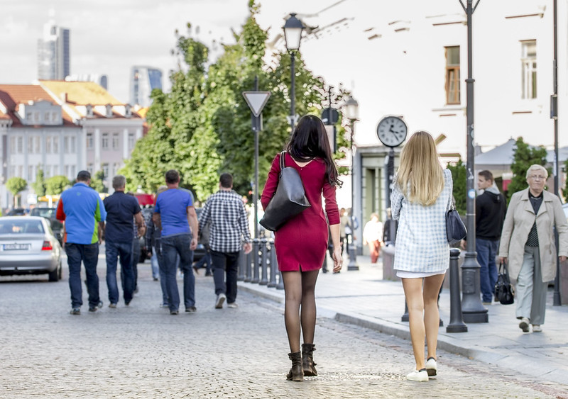Girls in Ausros Vartu Street - Wilno - Vilnius