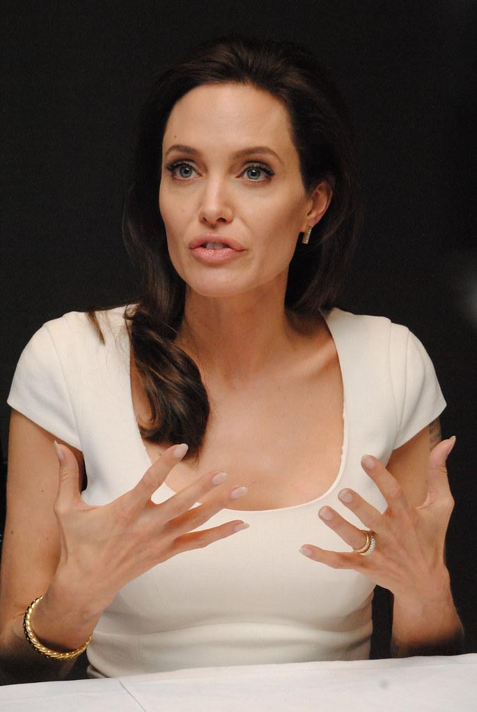 Анджелина Джоли — Пресс-конференция «Несломленный» 2014 – 106