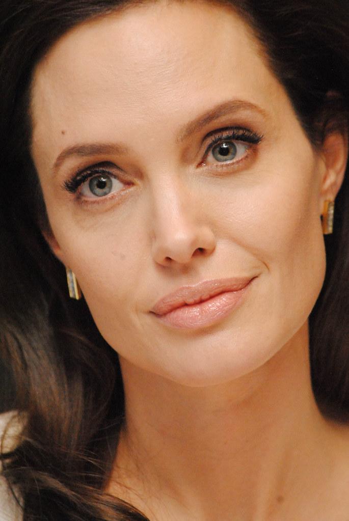 Анджелина Джоли — Пресс-конференция «Несломленный» 2014 – 85