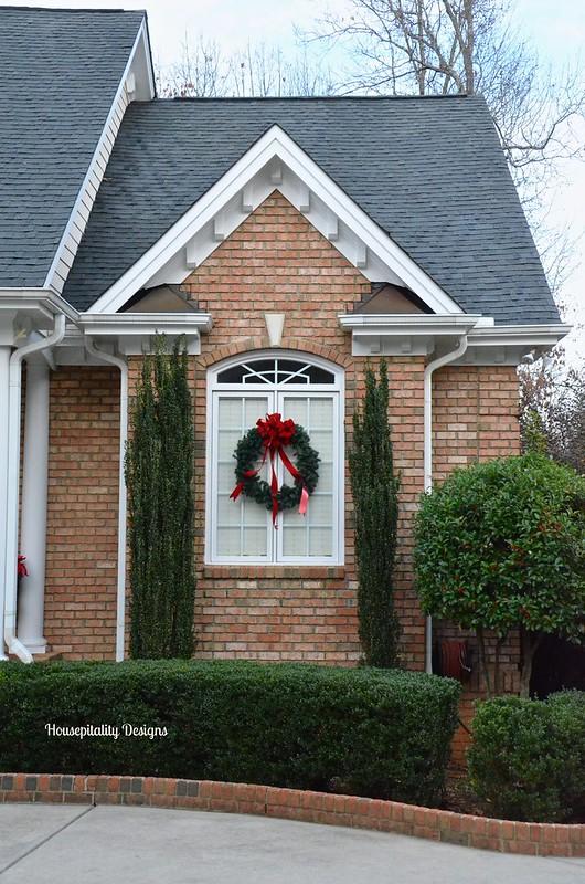 Christmas 2015 Outdoor Wreath - Housepitality Designs