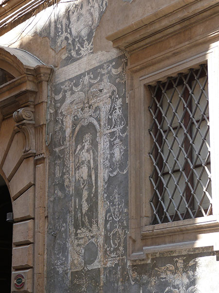 fresque grise sur palais