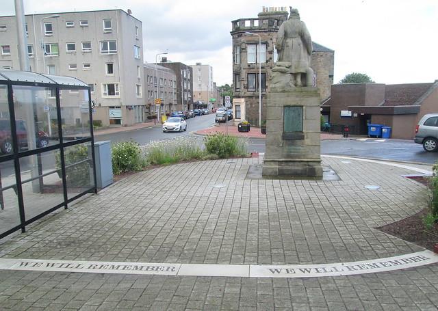 Kinghorn War Memorial Wider View
