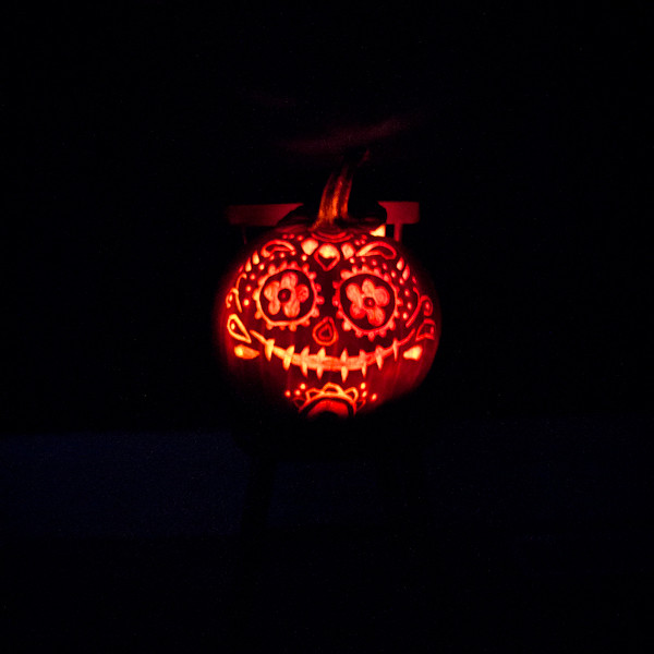 pumpkin carving 2015 in the dark