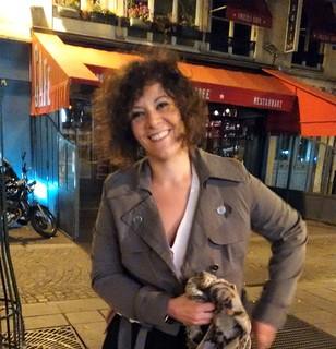 Rutigliano-Il racconto dall'inferno di Parigi-Loretta Mitrotti accanto alla Tour Saint jacques (1)