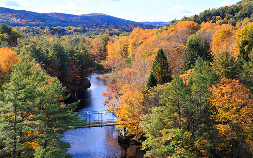 autumn america ma drive us driving unitedstates outdoor hiking weekend massachusetts autumnleaves foliage mohawktrail erving canonef2470mmf28liiusm frenchkindbridge img624277
