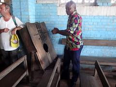 Música en la iglesia.   Bumba. RD Congo