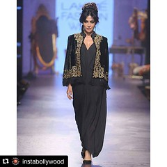 #Repost @instabollywood with @repostapp ・・・ Chitrangada Singh walks the ramp for Designer Tarun Tahiliani at Lakme Fashion Week 2015. Rate her look 👉 1.........10 @INSTABOLLYWOOD . . #instabollywood #bollywood #India #Mumbai #hairstyle #fashio