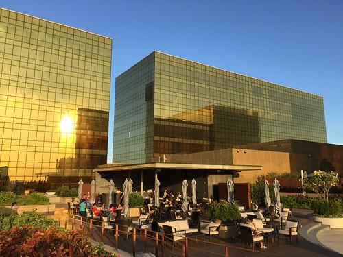 City_of_Dreams_Manila's_Wave_pool_bar