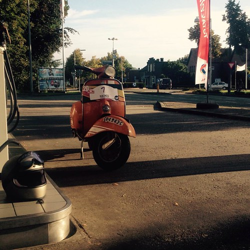 Fuel stop at Rijsbergen returning from @maskesvespaklassiekers classic vespa rally #vespamore #roadtrip #vespa