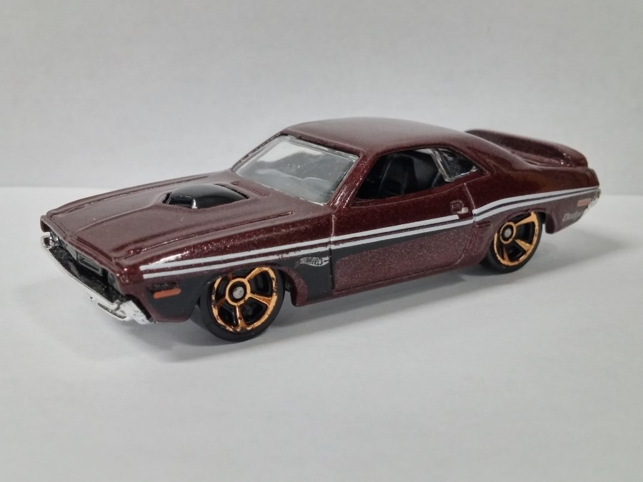 1 64 Hot Wheels 1971 Dodge Challenger Mainline Hw