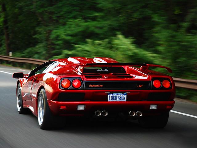 Красный Lamborghini Diablo SV. 1995 – 1998 годы