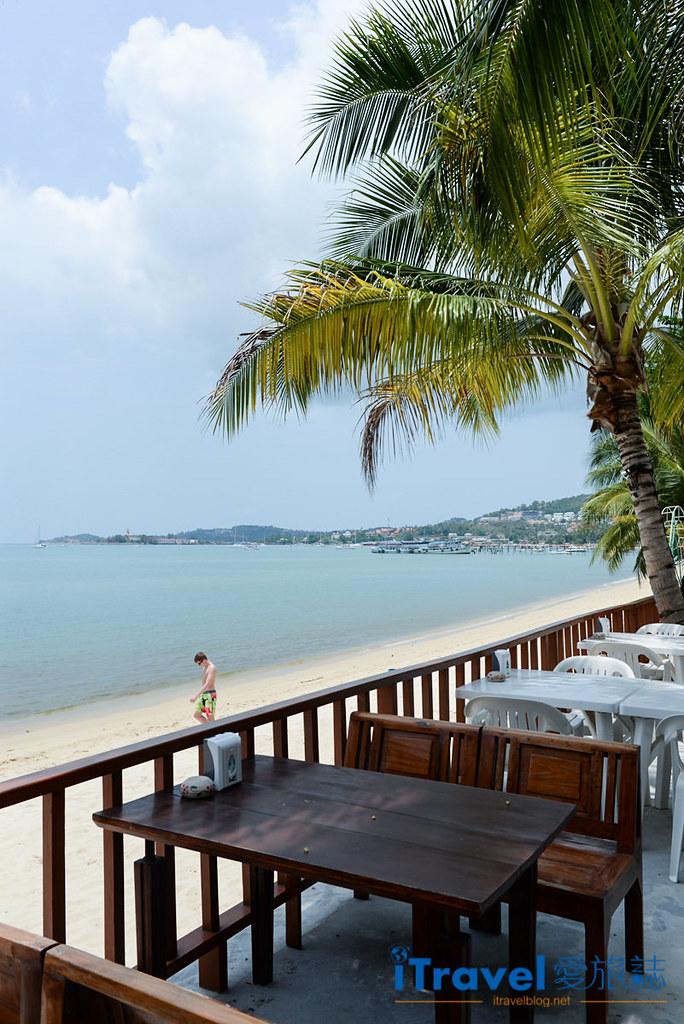 《苏美岛餐厅推荐》忠爹海鲜料理 Daetong Seafood Restaurant,沙滩海水连天一色。