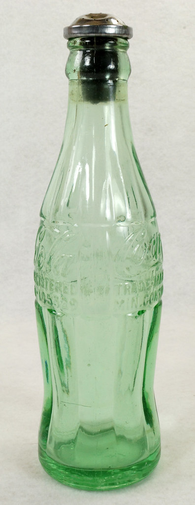 RD14936 Vintage Coca-Cola Green Hobbleskirt Bottle Pat D 105529 Portland Ore. 6oz Sprinkler Head Black Rubber For Ironing DSC06722