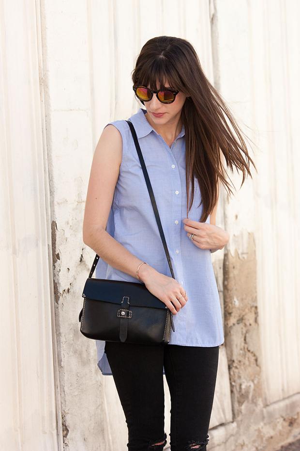 Madewell Crossbody Bag, Sleeveless Button Down Shirt, Black Ripped Skinny Jeans, Mirrored Sunnies