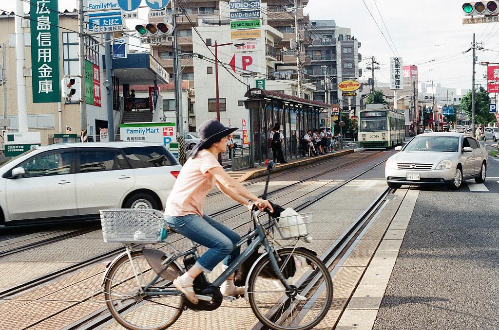 広大附属学校前 広島 Hiroshima 2015/09/01 剛好差不多黃昏,所以就提前在這一站下車拍照。  Nikon FM2 / 50mm Kodak UltraMax ISO400 Photo by Toomore