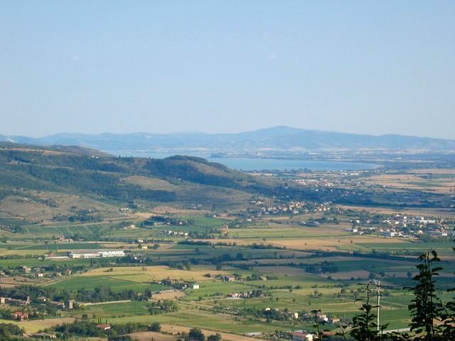 view-lake-trasimeno-cortona-cr-brian-dore