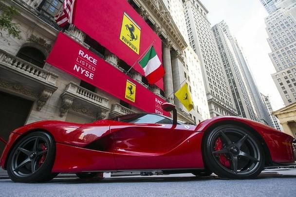 Se estrena Ferrari en Wall Street con alza de 15%