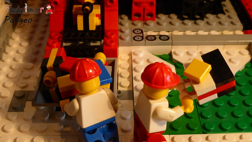 "[BuildtheBrick #2]: ""Santa's Workshop"" 23607453816_7d2e69d768_b"