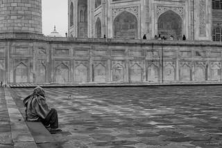 صورة Taj Mahal قرب Āgra. travel blackandwhite bw india asia islam religion tajmahal agra historical southasia in uttarpradesh religiousstructure architecturephotography