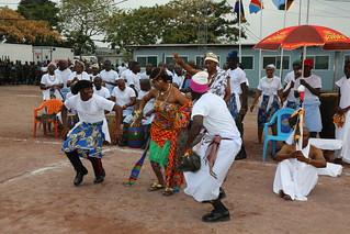 Kinshasa, RD Congo: Représentation culturelle mise en scène par le bataillon ghanéen de la Force de la MONUSCO à l'occasion d'une cérémonie de remise des médailles.