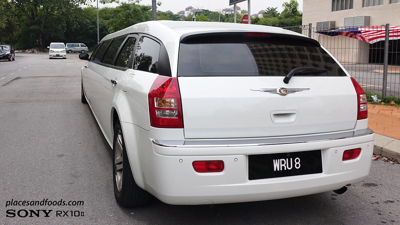 grabcar luxury limo chrysler back