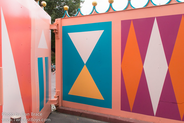New IASW colours being tested on the back of a gate