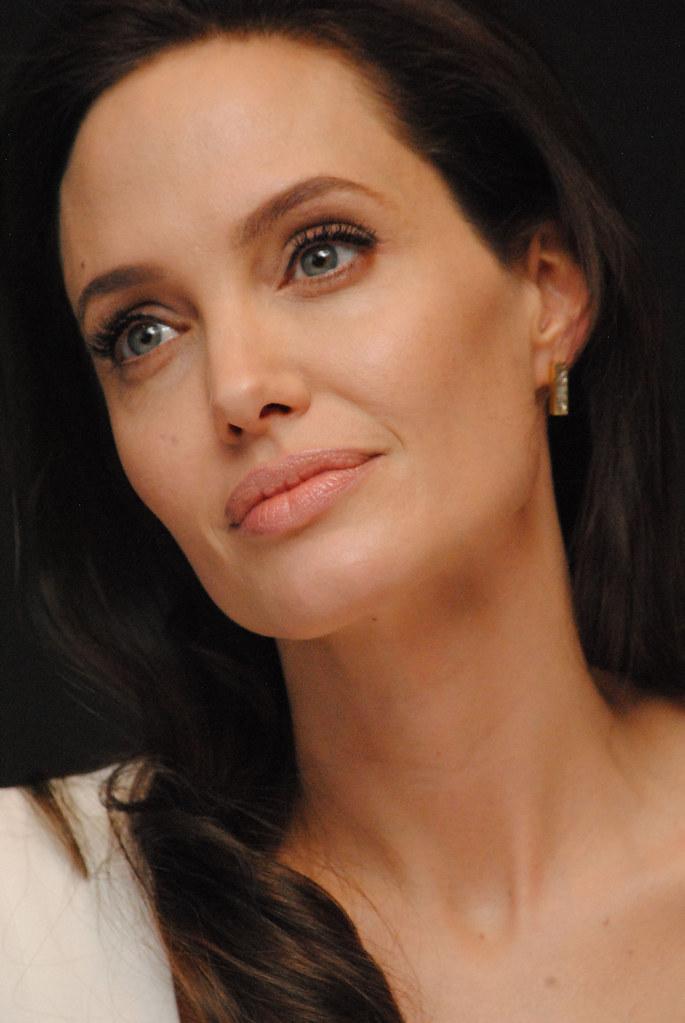 Анджелина Джоли — Пресс-конференция «Несломленный» 2014 – 86