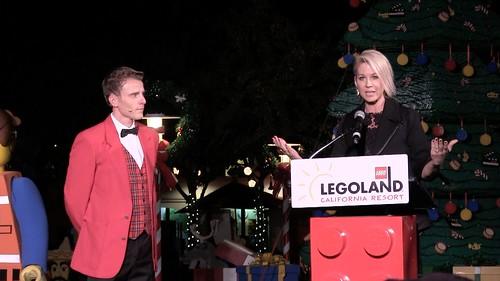 Full Tree Lighting Ceremony with Jenna Elfman8