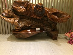 Funny carved wood piece at the Fo Guang Shan Buddhist museum (Kaohsiung, Taiwan)