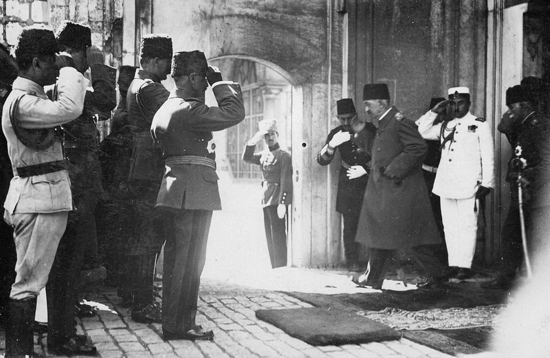 Mehmed VI, the last sultan of Ottoman sultanate, departs from the backdoor of the Dolmabahçe Palace