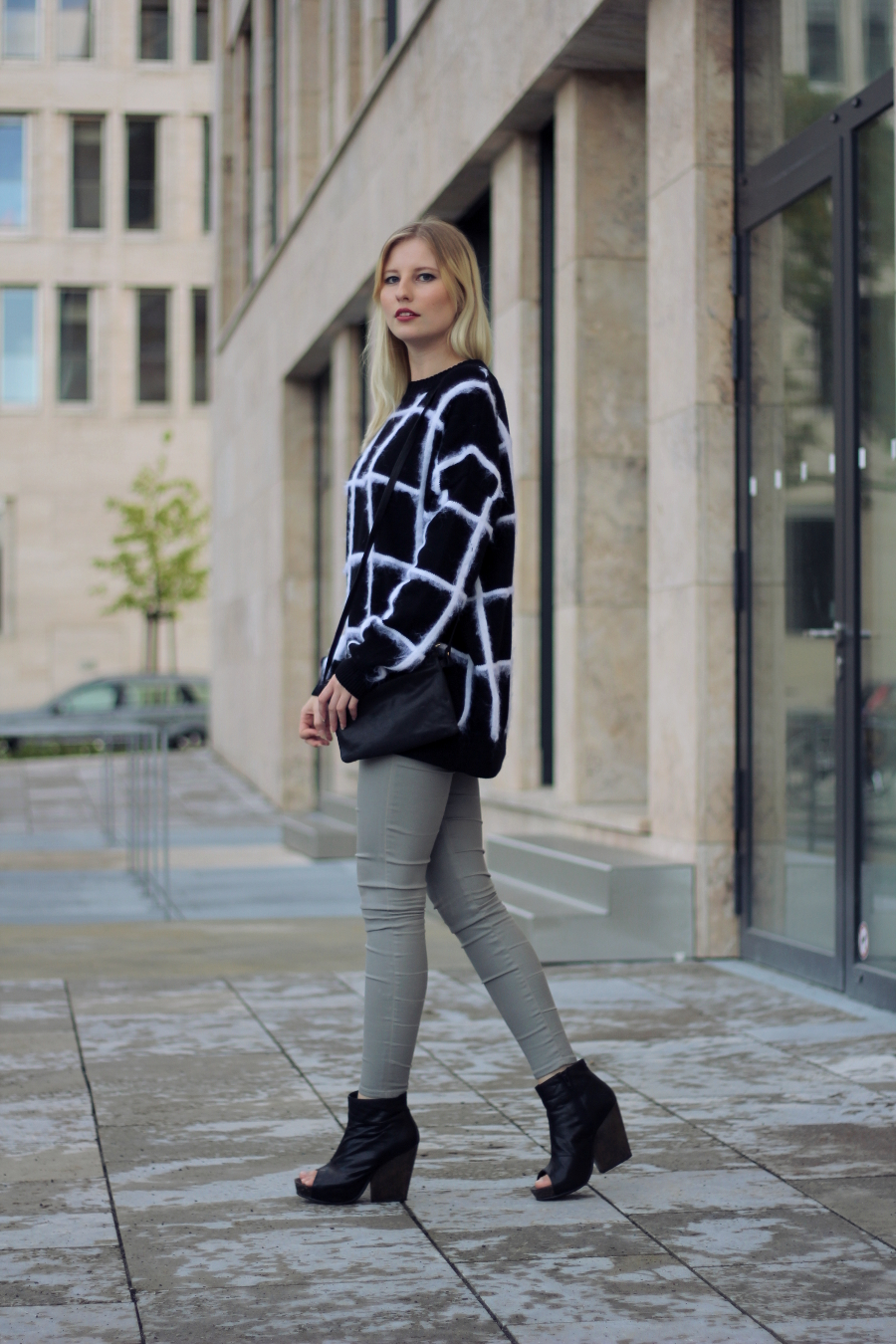 outfit blogger pullover and other stories zara asos vagabond boots pants