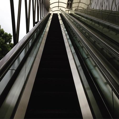 いったん、長ーいエスカレーターで、上の階へ。