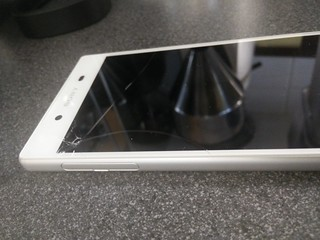 Sony Xperia Z5 broken glass