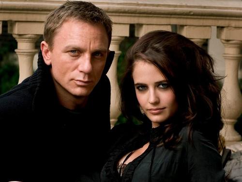 Casino Royale - 2006 - Promo Photo 1 - Daniel Craig & Eva Green
