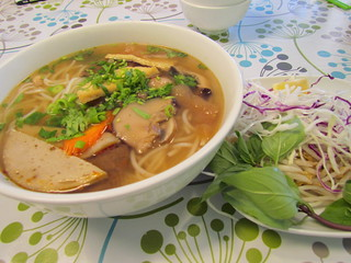 Thick Rice Vermicelli with Veg Beef in Lemongrass Soup