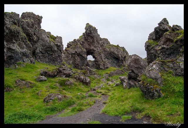 Camino hacia la roca Gatklettur