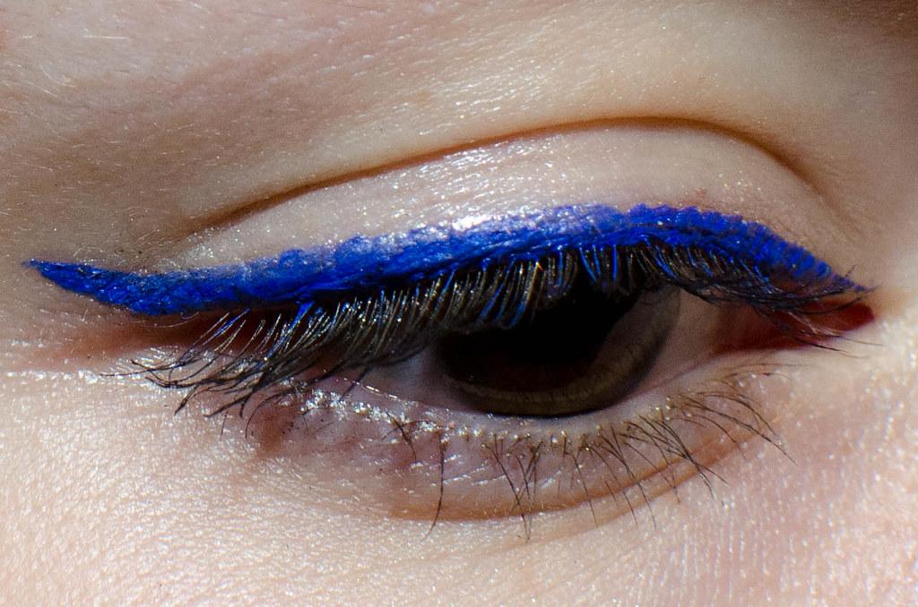 Подводка Lancome Artliner 24H Bold Color Precision Eyeliner #03 Sapphire - отзыв, свотчи