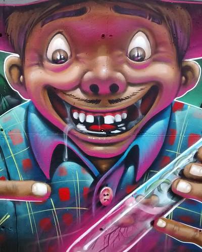 Feijão manipulado 🌱💉  Detalhe do painel em perus.  #joksjohnes #joks #manipulacao #feijao #graffitiart #graffitibrasil #perusferia #questione #cores #artederua #sampagraffiti #borgo #guetus
