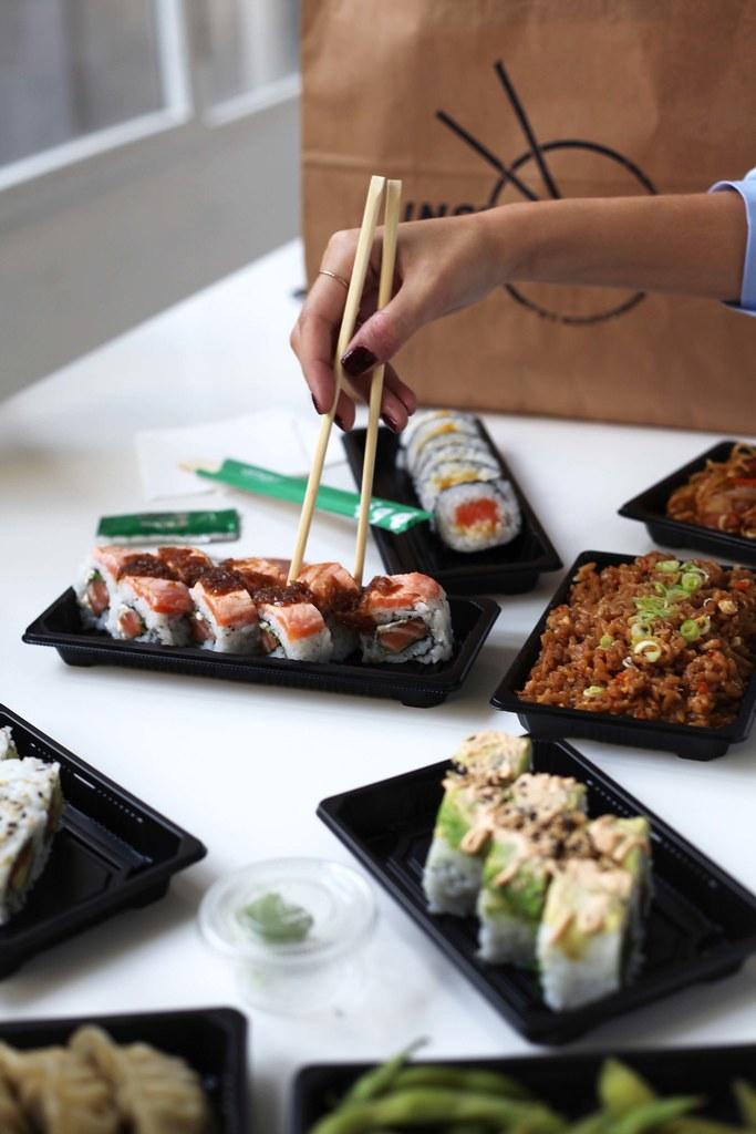 comer sushi en barcelona bueno barato