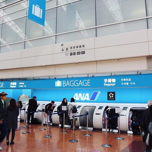 自動の手荷物預け入れ、初めて体験。 #羽田空港