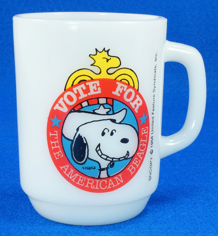 RD14663 Peanuts Snoopy White Milk Glass Vote for the American Beagle 1980 Political #2 DSC05968