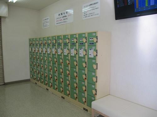 金沢競馬場の特観席エリア内のコインロッカー