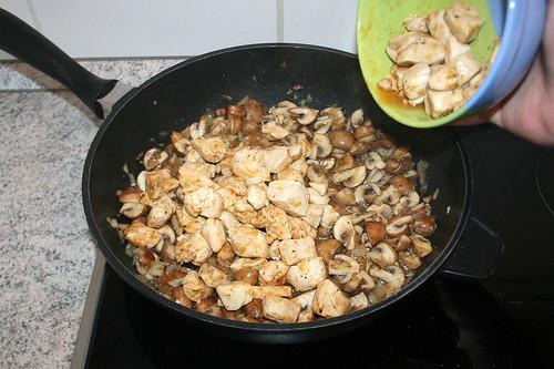30 - Hähnchenbrust wieder hinzufügen / Add chicken breast again