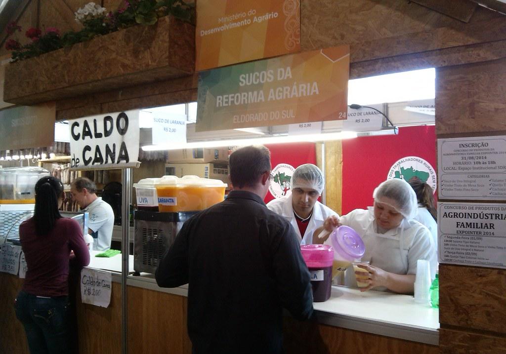 Além de salame, copa, arroz e sementes agroecológicas, famílias assentadas comercializarão sucos naturais durante a feira.jpg