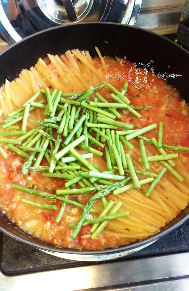 孤身廚房-一鍋到底!香辣蕃茄蘆筍菠菜細扁麵19