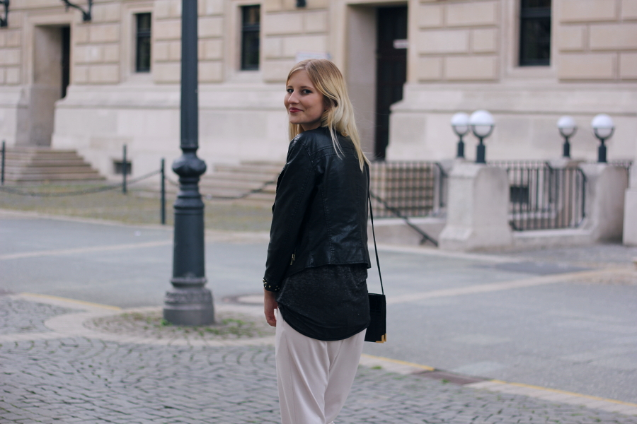 outfit ffm blogger fashion vintage smile blonde zara leather biker pants beige