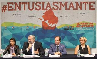 Casamassima-Emiliano e il presidente Patroni-Griffi durante la conferenza stampa