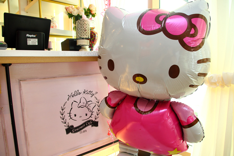 Hello-Kitty-Cafe-Balloon