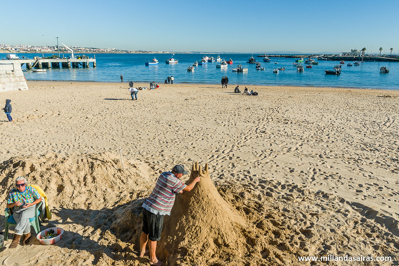 Castillos de arena en la playa Da Ribeira