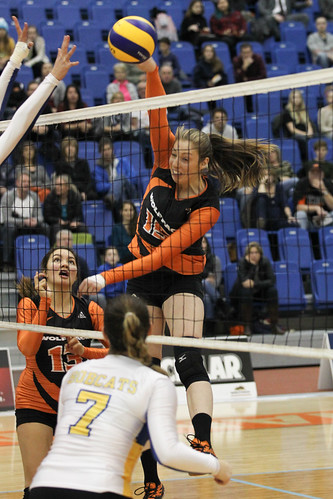 WolfPack Open Weekend With Four Set Win Over Manitoba